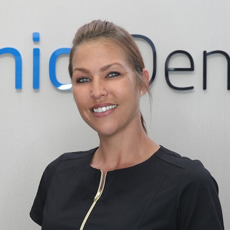 Erin a Dental Assistant to one of the top dentists in Palm Beach Gardens